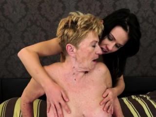 Amateur lesbian granny fingering pretty babe