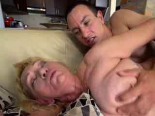 Mature Slut Loves to Get Facialized