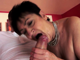 Chubby grandma pussylicked and banged
