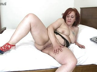 Big booty granny with hungry old cunt
