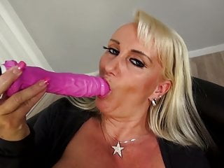 Mature super mom with very hungry vagina